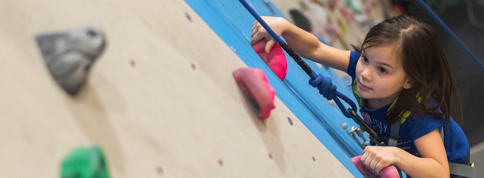 Plezalna šola in telačaji za otroke in mladino v Plezalnem centru celje